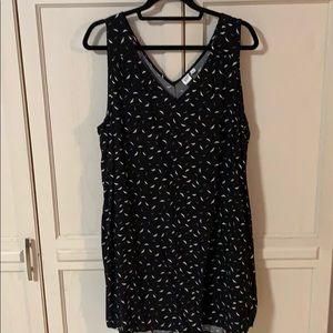 A black & white Gap dress in XXL